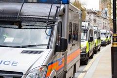 Furgoni di polizia in una fila, Londra, Gran-Bretagna, Regno Unito Immagini Stock