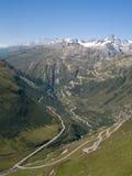 furka高山通过瑞士视图 库存照片