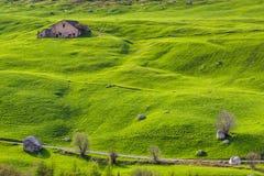 FURKWarehouse onder groene heuvels Royalty-vrije Stock Afbeelding