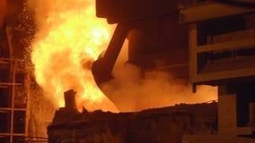 Furnance de la ráfaga en los trabajos de una planta metalúrgica, de hierro y de acero metrajes