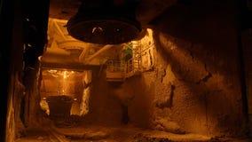 Furnance de la ráfaga en los trabajos de una planta metalúrgica, de hierro y de acero almacen de video