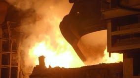 Furnance di scoppio in una pianta metallurgica stock footage