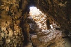 Furo com um gleam em uma caverna fotografia de stock royalty free