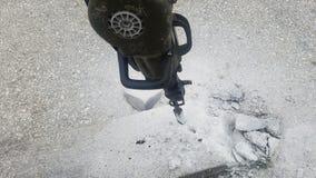Furo do concreto na estrada com brocas fotografia de stock royalty free