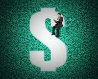 Furo do dinheiro de USD no fundo grande dos dados com assento do homem de negócios imagem de stock royalty free