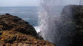 Furo do sopro & água ocan fotografia de stock royalty free