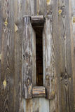 Furo na parede de madeira   Imagens de Stock