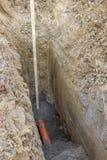 Furo na terra com a tubulação waste do PVC Fotografia de Stock Royalty Free
