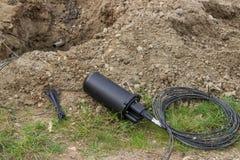 Furo sob a rua para a fibra - a instalação de cabo ótico 2 foto de stock royalty free