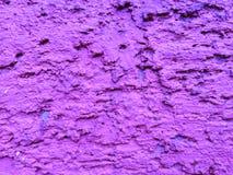 Furos roxos da parede para o fundo fotografia de stock