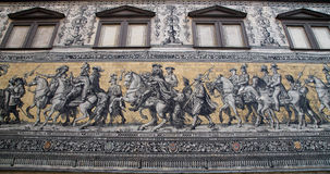 Furstenzug (le cortège des princes, 1871-1876, 102 mètre, 93 personnes) est une peinture murale géante décore le mur Dresde, Alle Images stock