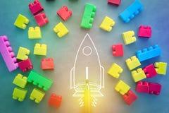 Fusée de vol avec les blocs colorés de jouet Photos libres de droits