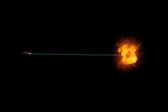 Fusível ardente com explosão impetuosa realisic na extremidade fotos de stock royalty free