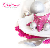 Fuschia Pink Christmas Table Setting Arkivbilder