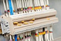 Fuseboxes e interruptores eléctricos de las líneas eléctricas imágenes de archivo libres de regalías