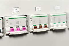Fuseboxes e interruptores eléctricos de las líneas eléctricas imagen de archivo libre de regalías