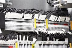 Fuseboxes e interruptores eléctricos de las líneas eléctricas fotos de archivo