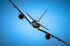 Fuselage brillant d'avion de passager et vol de s'élever Photo libre de droits