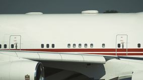 Fuselaje del primer de Boeing 747 de los UAE almacen de video