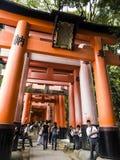 在Fushimi Inari寺庙的花托门 库存照片