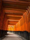 在Fushimi Inari寺庙的花托门 免版税图库摄影