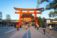 Fushimi Inari relikskrin på kyoto, Japan Arkivbild
