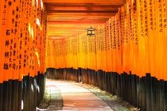 Святыня Fushimi Inari Taisha синтоистская. Ku Fushimi, Киото, Япония. Стоковые Изображения