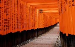 Fushimi Inari Taisha relikskrin i den Kyoto staden, Japan Arkivfoto