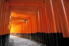 Fushimi Inari Taisha relikskrin i Kyoto, Japan Arkivfoton