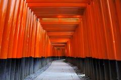 Fushimi Inari Taisha relikskrin i Kyoto, Japan Royaltyfria Bilder