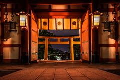 Fushimi Inari zaświecający w górę nocy przy zdjęcie stock
