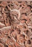 Fushun Sichuan utsökta skulpturer på för stora Hall för tempel det Fushun dörrar länet Royaltyfria Bilder