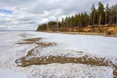 Fusión de la primavera del hielo en el río Obi Imagen de archivo libre de regalías