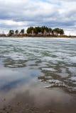 Fusión de la primavera del hielo en el río Obi Fotos de archivo