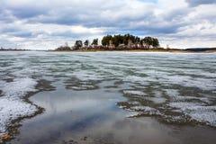 Fusión de la primavera del hielo en el río Obi Imagen de archivo