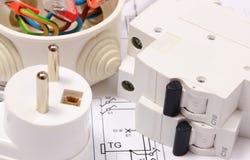 Fusible y enchufe eléctricos, caja eléctrica en el dibujo de construcción Imagen de archivo libre de regalías