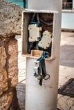 Fusibles eléctricos automáticos en el polo ligero Imagen de archivo