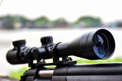 Fusil avec une portée et un bipod images libres de droits