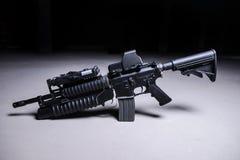 Fusil d'assaut avec le lance-grenades Photos libres de droits