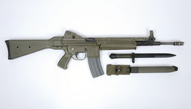 Fusil d'assaut moderne CETME espagnol L et baïonnette Photographie stock