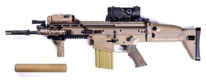 Fusil d'assaut sur un fond blanc Images libres de droits