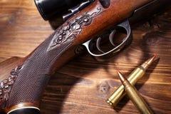 Fusil de tireur isolé avec des balles Photographie stock