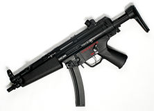 Fusil MP5 (reproduction) sur le fond blanc 2 Images libres de droits