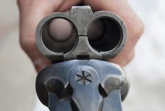 Fusil ouvert de chasse Baril vide sans cartouches en gros plan photographie stock libre de droits