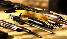 Fusil russe URSS d'arme à feu automatique de kalachnikov d'AK-47 prête pour le nettoyage Image stock