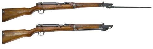Fusillez les armes à feu sur les armes blanches d'un Russe de fond Photos stock