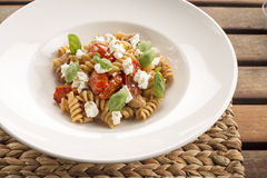 Fusilli用意大利香肠&乳清干酪 库存图片