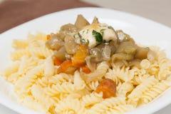 Fusilli ζυμαρικών με τα λαχανικά Στοκ εικόνα με δικαίωμα ελεύθερης χρήσης