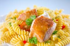 Fusilli с цыпленком Стоковые Изображения