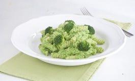 Fusilli com creme verde dos brócolis Fotografia de Stock Royalty Free